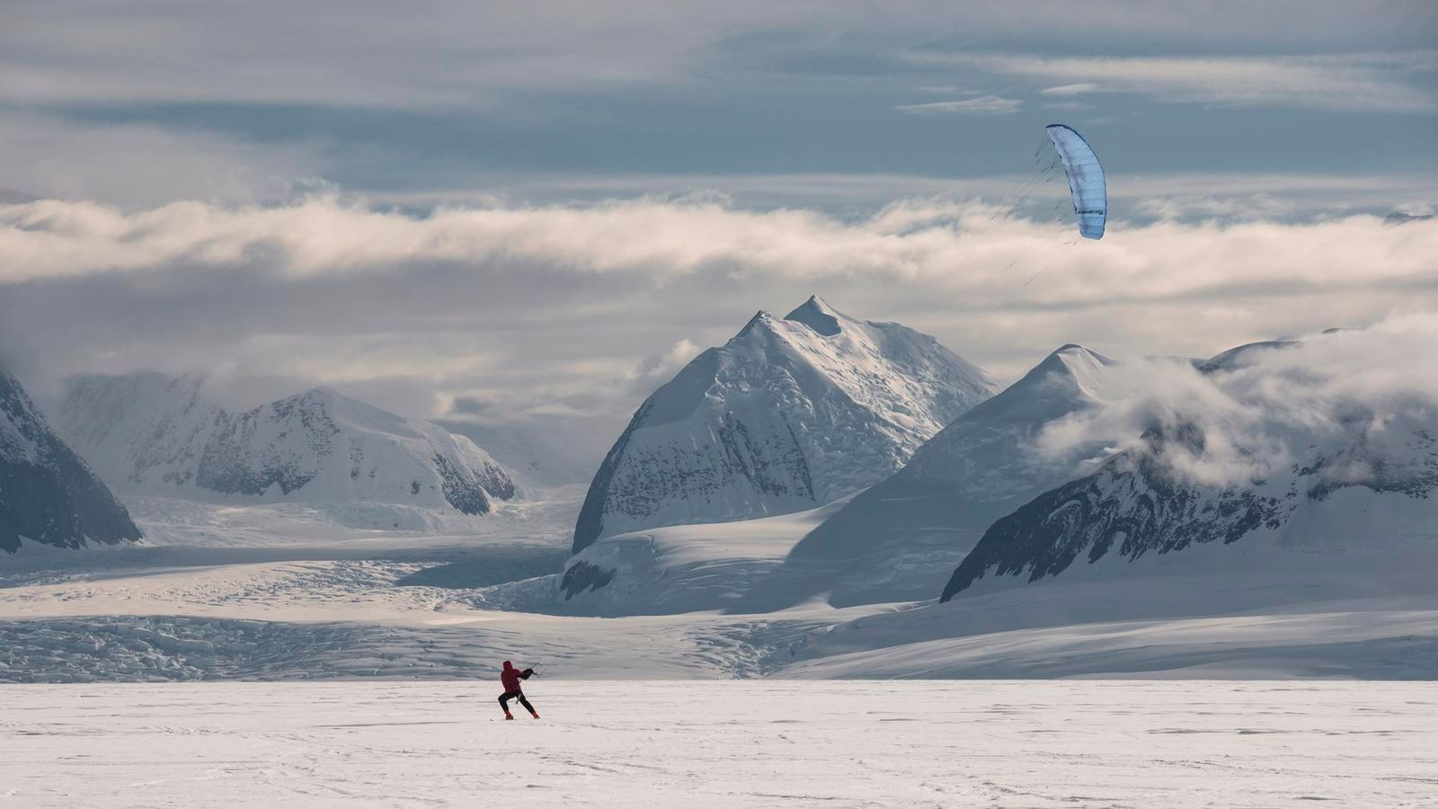 Kite Skiing on the Rutford Ice Stream